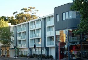 3_exterior_-_arts_hotel_sydney